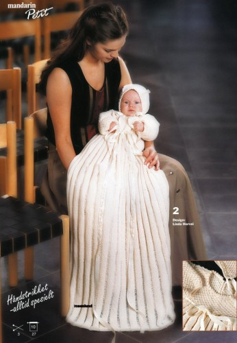 Hjemmestrikket dåbskjole